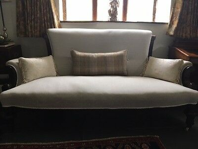 Antique quality Victorian carved mahogany sofa or chaise longue