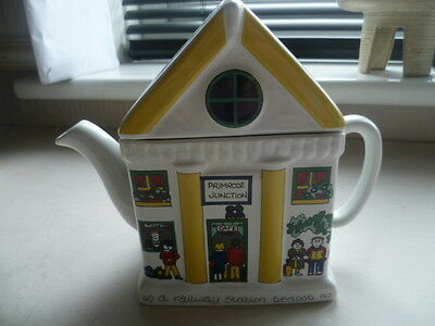 Wade Primrose Junction  English Life Teapot Designed by Smith & Wootton