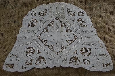 VINTAGE 1930s white Brussels tape lace tea cosy