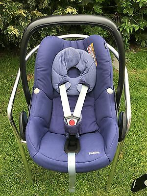 Maxi-Cosi Pebble Infant Carrier and Family Fix Isofix Base