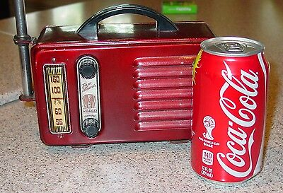 Neat vintage Tom Thumb bicycle portable Radio with steel handlebar attach--15406