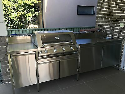 Outdoor Kitchen * Bbq * Cooktop * Custom Cooking Area * Stainless Steel