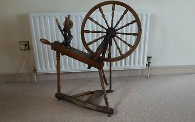 Beautiful Vintage Oak Working Spinning Wheel from Slovakia for Craft Wool