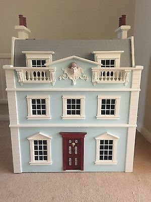 Beautiful Victorian style dolls house and furniture - With Lights!!