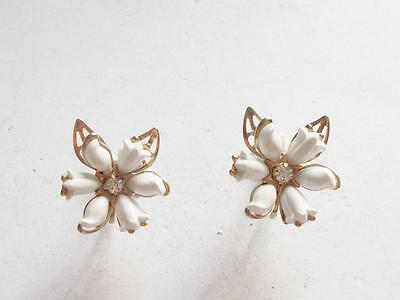 VINTAGE 1940's WHITE CELLULOID FLOWER DAISY CRYSTAL SILVER TONE EARRINGS