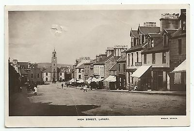 POSTCARD-SCOTLAND-LANARK-RP. The High Street.