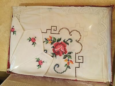 Nannas Vintage White Tablecloth Set Serviette Doilies Pink Rose Cross Stitch