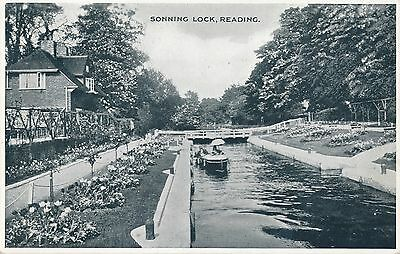 POSTCARD   BERKSHIRE   READING   Sonning  Lock