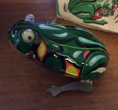 Vintage Tin Wind Up Jumping Frog In Original Box - Huoyan Tiaowa