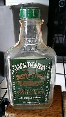 ↗ 1976 GREEN LABEL HALF PINT  ↖ Jack Daniels ☆☆ WHISKEY BOTTLE ☆☆ Tax Paid #