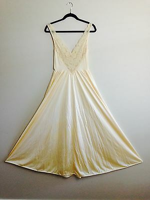 """Vintage OLGA BODYSILK Night Gown Creamy Gold 55"""" size L 120"""" sweep New/old stock"""