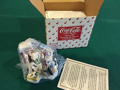 "1998 - Coca-Cola ""Passing the Day in a Special Way"" - Figurine - Limited Edition"