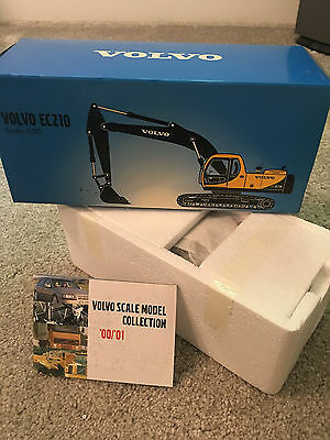 NEW OFFICIAL VOLVO EC210 1:50 Scale Model Crane Construction Truck By MOTORART