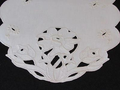 Vintage/Antique Exquisite Ecru Heavy Linen Embroidered Cutwork Daffodil Doily