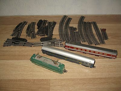 .lot de train locomotive wagons rails aiguillages courbes.  HO.collection vinta