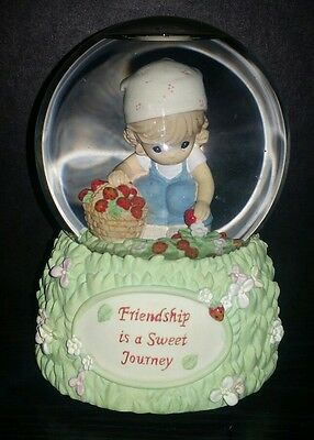 """2006 PRECIOUS MOMENTS """"Friendship is a Sweet Journey"""" GLITTER MUSICAL GLOBE"""