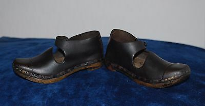 Good Condition Victorian Antique Leather & Wood Handmade Pair Of Clogs For Child