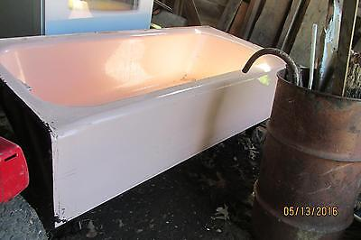 American standard Hot pink Cast iron Bath tub