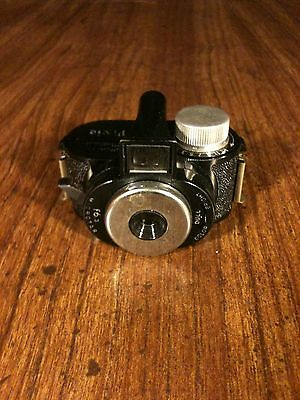 VINTAGE WHITTAKER PIXIE MICRO 16 CAMERA 1940's SPY CAMERA