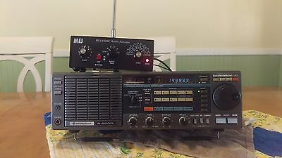 KENWOOD R-2000 Short Wave Radio with attached MFJ 1020C Antenna