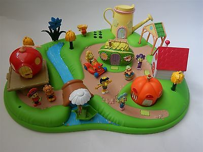 Fifi And The Flowertots Garden Playset With Figures And Sound
