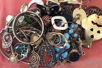 Gold Tone Jewelry 1 LB LOT: Necklaces, Earrings, Etc. Craft Repurpose #16 E