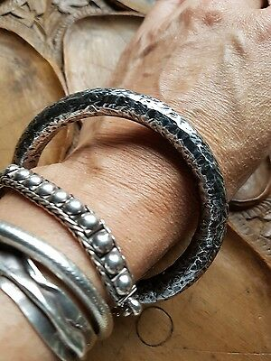 STUNNING VINTAGE STERLING SILVER HAMMERED BANGLE BRACELET - GREAT PATINA- 25g.