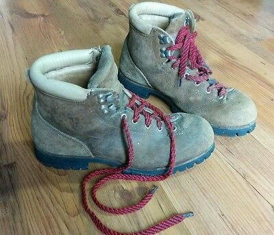 Vintage Women's Vasque hiking montaineering boots Size 9