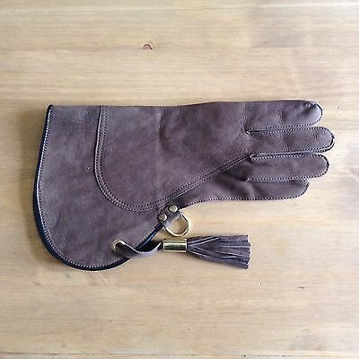 Double thickness righthanded falconry Glove