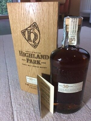 Highland Park 30 Year Old Single Malt Whisky 48,1% 2007 - 0,7 Liter in Holzkiste