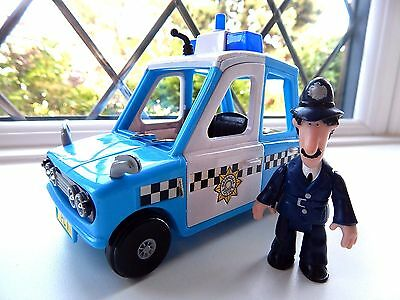 Pc Selby Figure With Musical /talking Sds Police Car From The Postman Pat Series