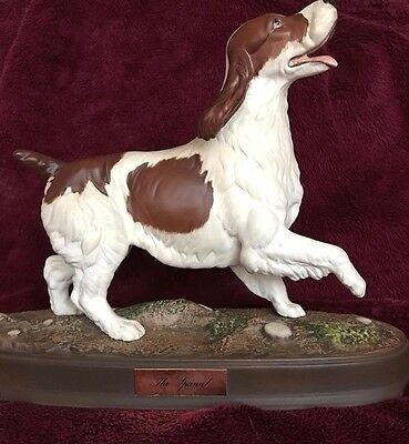 Beswick Liver And White Spaniel On Ceramic Plinth 2980 Spirited Dogs