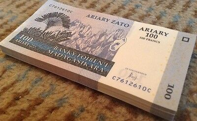 Madagascar Banknote Half Bundle. 50 X 100 Ariary. Dated 2004. Unc.
