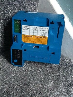 Honeywell RM7838 A 1014 Control Burner (unable To Test)