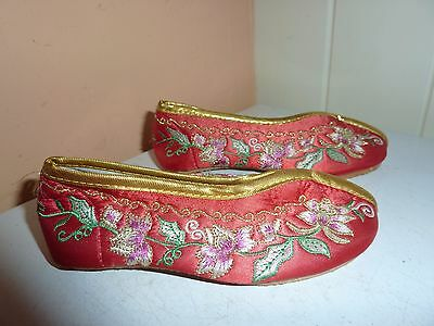 Pair Of Chinese 14.5 Cm Long Red Silk & Embroidery Shoes By Tang Dynesty Costume