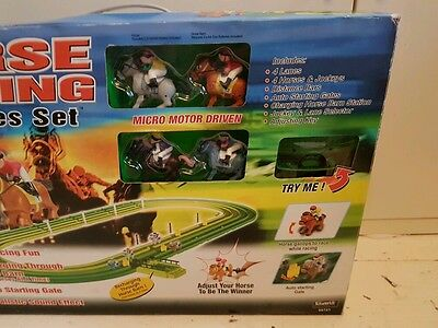 SILVERLIT 4 LANE HORSE RACING SET with electronic counter contents new & unused
