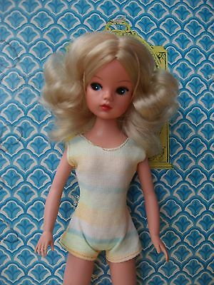 Gorgeous rare vintage 1974 Funtime Sindy with lovely blonde curly hair