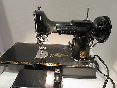 SINGER FEATHERWEIGHT 221 SEWING MACHINE GREAT CONDITION w/CASE 1957
