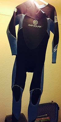 Surfing Wetsuit Men's Rip Curl Size Medium 3-2 Thickness