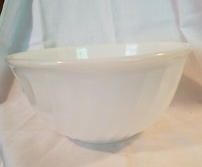 Vintage Fire King White Swirl Mixing Bowl.Marked Oven Ware 15 Made in USA