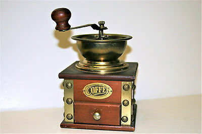 Vintage Classic Adjustable Coffee Grinder Spice Mill Hand Cranked Manual