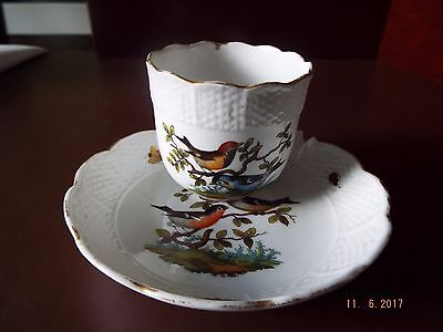 A PORCELAIN CUP & SAUCER WITH OZIER MOULDING, 18th CENTURY.