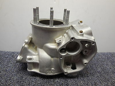 2003 Suzuki RM250 Cylinder with a smooth 66.4 mm chrome bore 03 RM 250