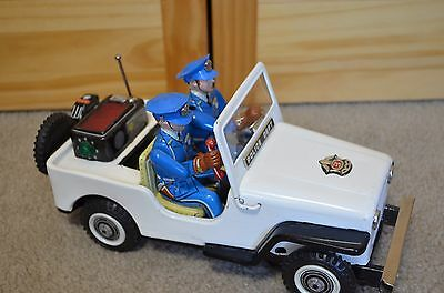 Rare Vintage TN Nomura Tin Litho Battery Operated Police Jeep - Estate - Works
