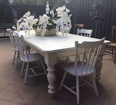 TABLE WITH 6 CHAIRS TIMBER PAINTED WHITE FRENCH PROVINCIAL STYLE, Gr1