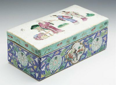 Antique Chinese Daoguang Famille Rose Figural Bathroom Box C.1830