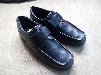 Men's Size 8 Taylor and Reece Black Velcro Shoes