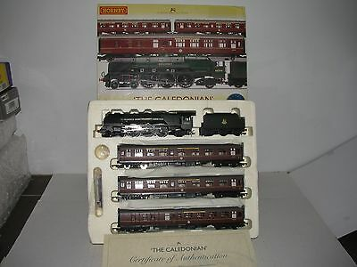 Hornby 00 scale R2306 CALEDONIAN SET 4-6-2 Locomotive & 3 Detailed Coaches