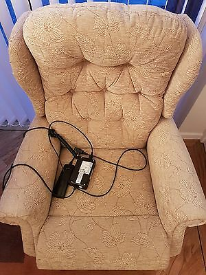 Celebrity Woburn Electric Rise and Recliner Chair