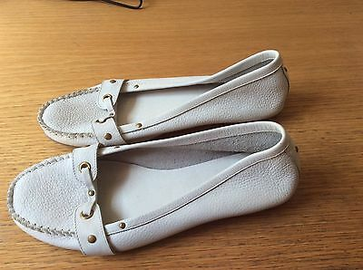 Ladies casual flat shoes - White size 8